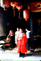19791000 - 0023 - NSP - Chinatown spirit medium thanking ghosts