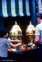 19780000 - 0001 - NSP - Chinatown - herbal tea hawker